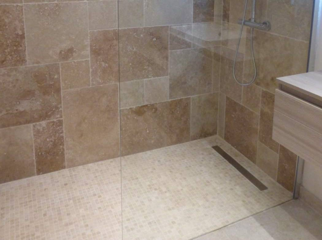 Awesome salle de bain travertin beige ideas awesome for Carrelage 30x30 beige